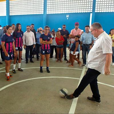 Governo entrega quadra de esportes e pavimentação em Feira Nova, Glória e Monte Alegre