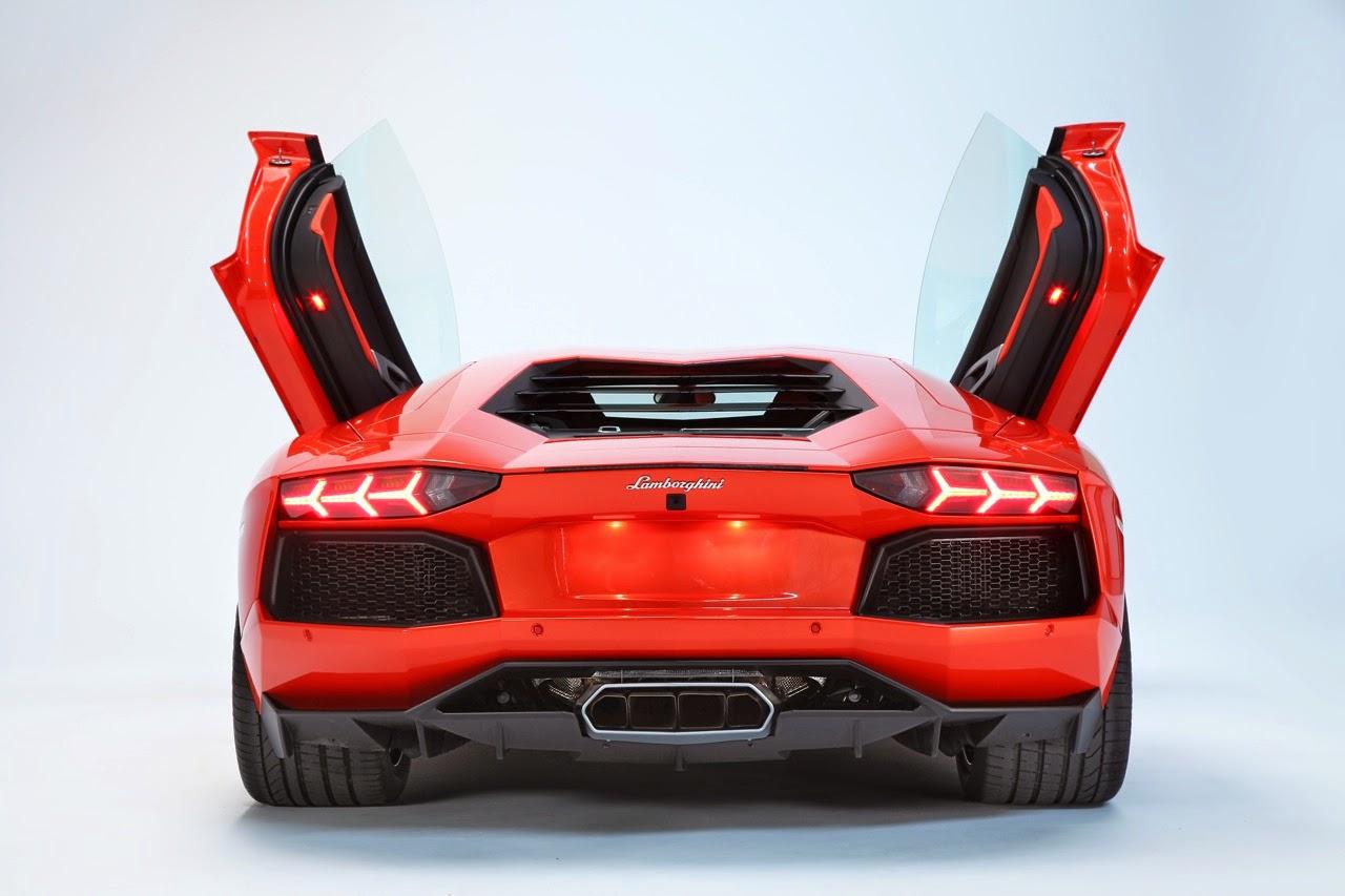 50 Gambar Mobil Lamborghini Aventador Terkeren: Gambar Mobil Lamborghini Aventador LP 700-4 Hadiah Untuk