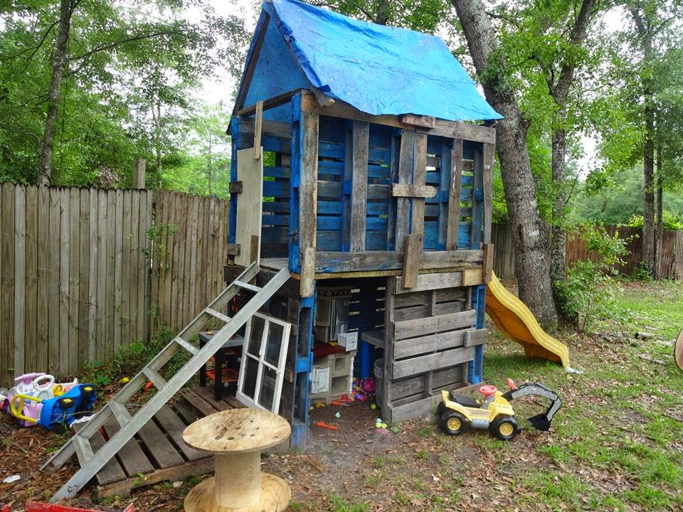 5 kids 6 months thriftiness diy recycled pallet creations for How to build a 2 story playhouse