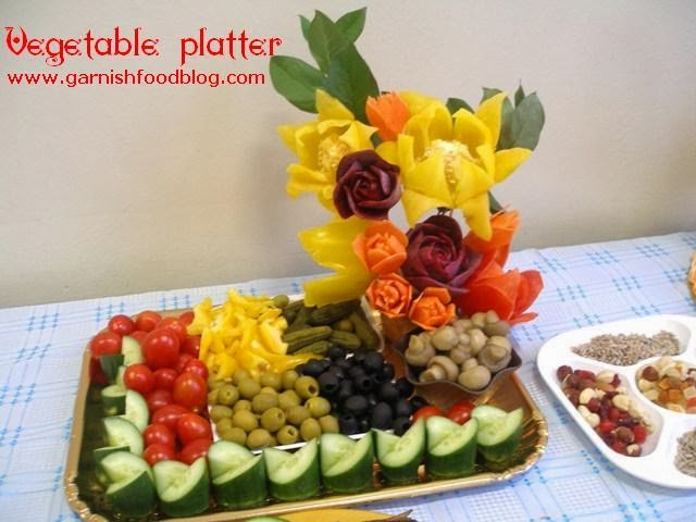 vegetable carving flowers of bell pepper and carrot