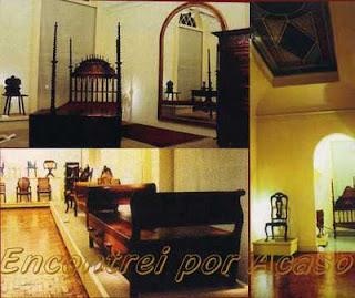 Museu da Casa Brasileira. Cama de bilros século XVII e Cama de repouso diurno século XIX