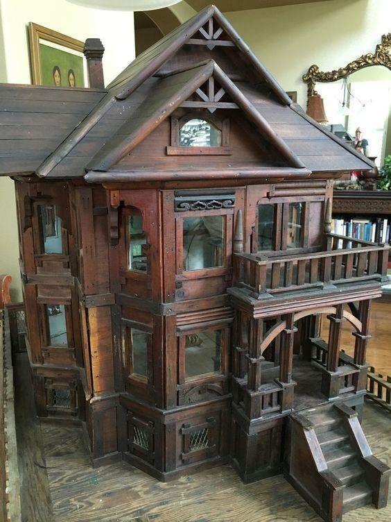 Esta casa se parece com muitas casas que vemos hoje. Talvez esse projeto realmente seja de 130 anos de idade (ou mais).