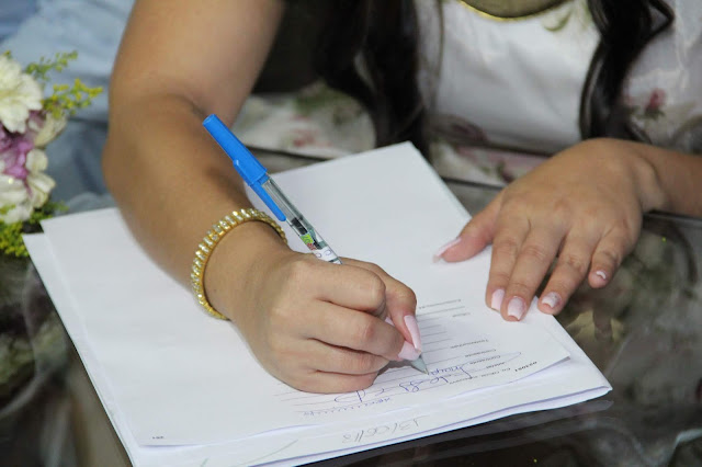 close assinatura da noiva casamento civil