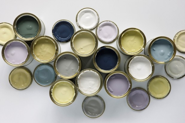LOTS of sample pots on Modern Country Style: How To Pick The Perfect Front Door Paint!