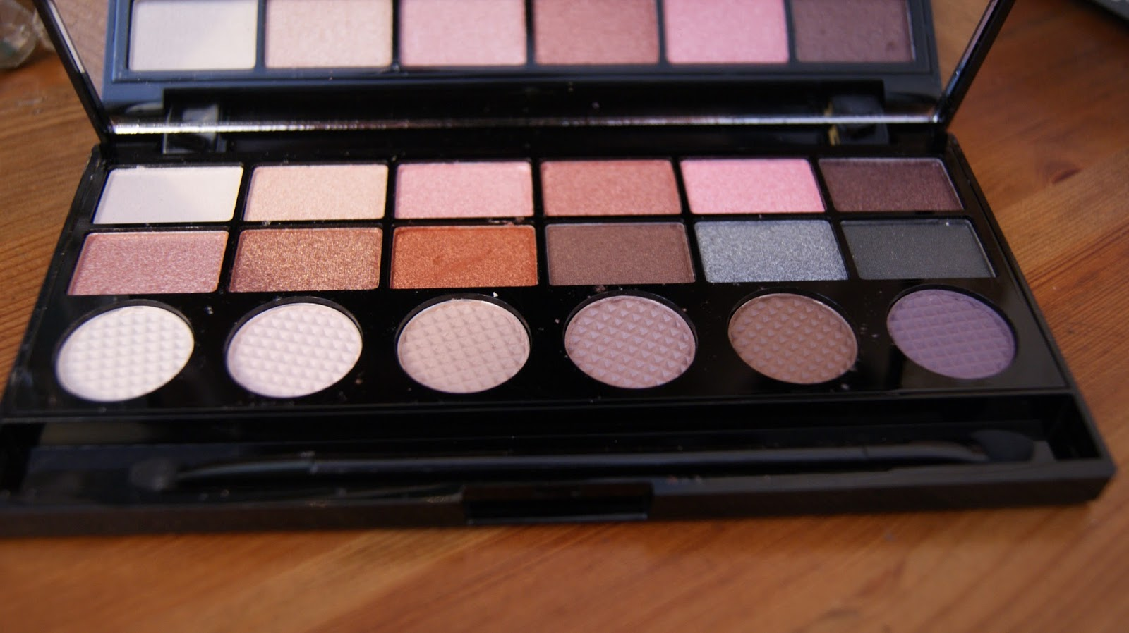 Makeup Revolution Girl Panic Palette Eyeshadow Colours