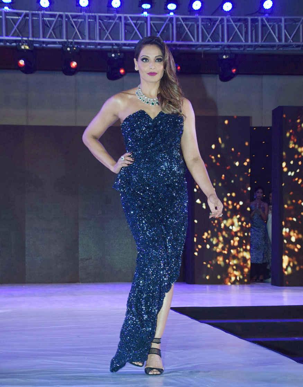 Bipasha Basu & Sunny Leone at Globoil India Awards 2017