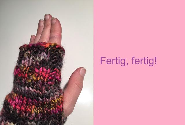 Fertig gestrickter Handschuh ohne Finger