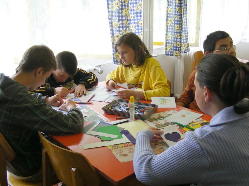 0aa1e66f73 Anyák napi ajándékkészítés. 2011. április 28-án képeslapokat készítettünk  anyák napjára.