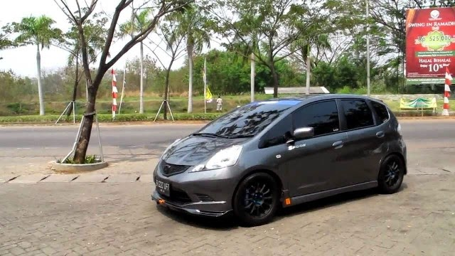 Mobil Honda Jazz RS black