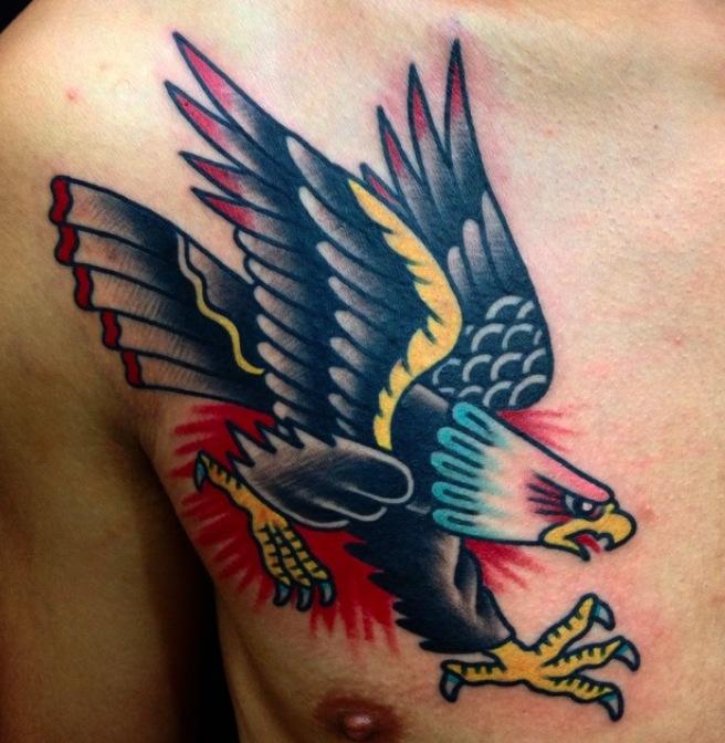 imagen con tatuajes de aguilas en estilo tradicional, tatuajes de aguilas old school