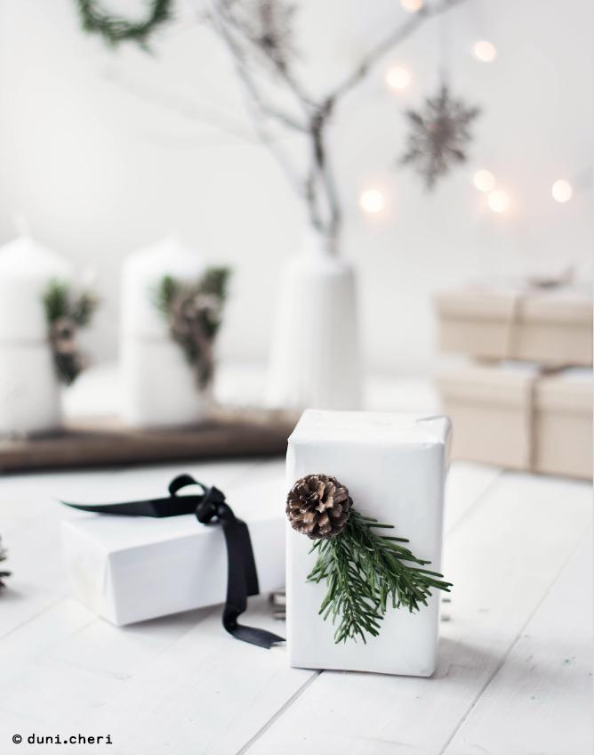 Geschenkverpackung Ideen Tannenzweige Zapfen Weihnachten