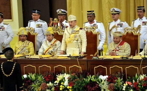 Sultan Muhammad V Diisytihar Yang Di-Pertuan Agong Ke-15