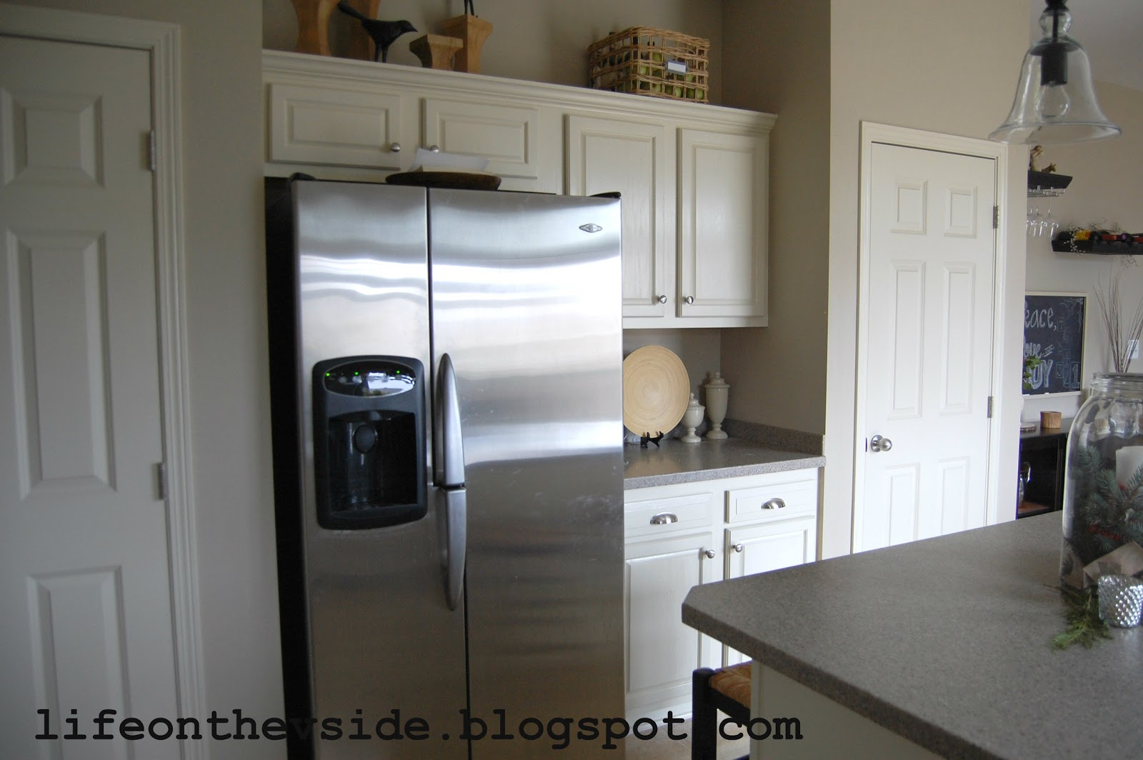 How to paint my kitchen cabinets white for Paint my kitchen cabinets white