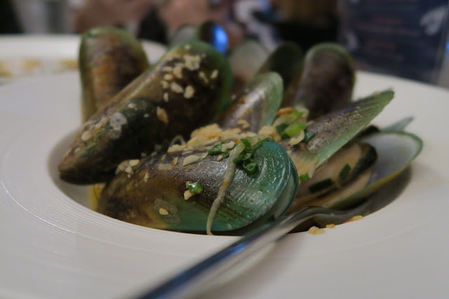 green lip mussels in white wine garlic sauce, Greenwood Fish Market