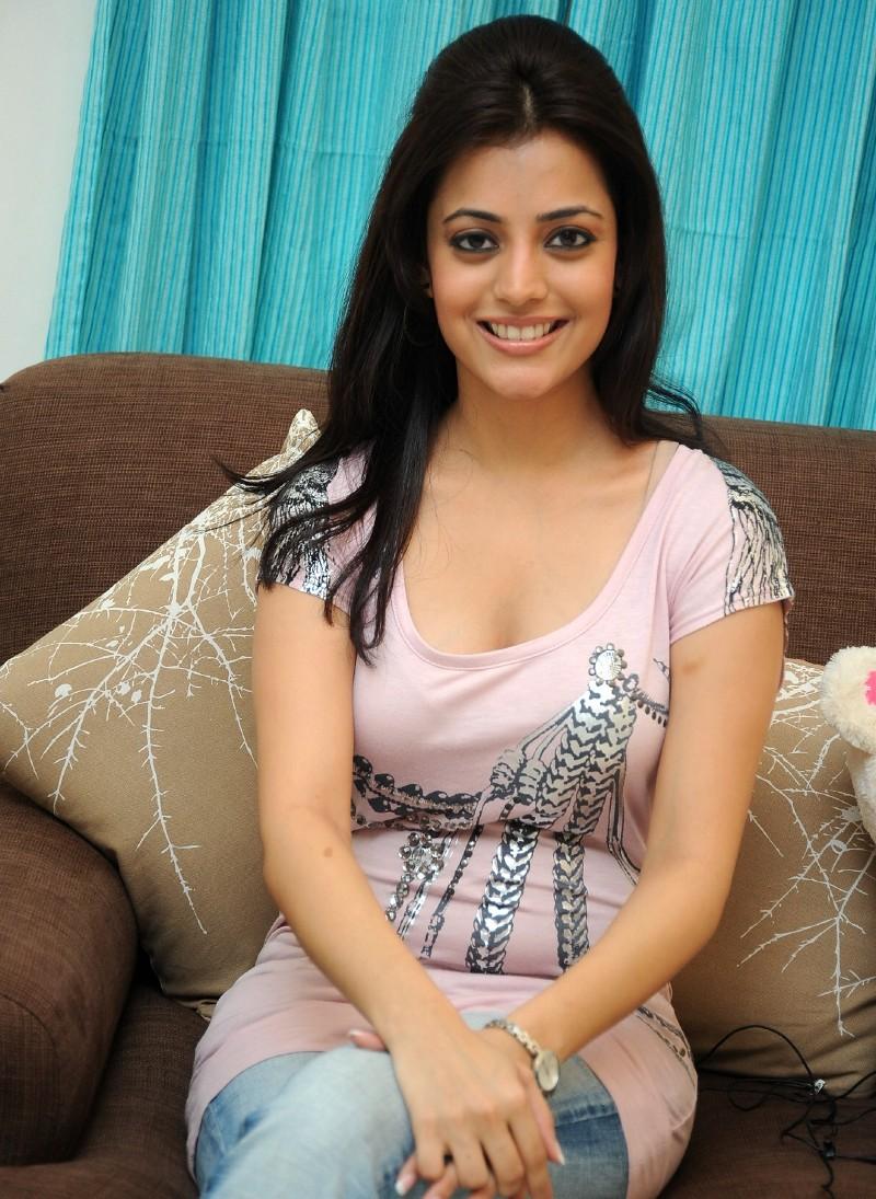 kajal agarwal boobs photos