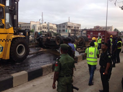 Photo of car accident, Toyota Camry Car Rammed into Fallen Truck in Lagos