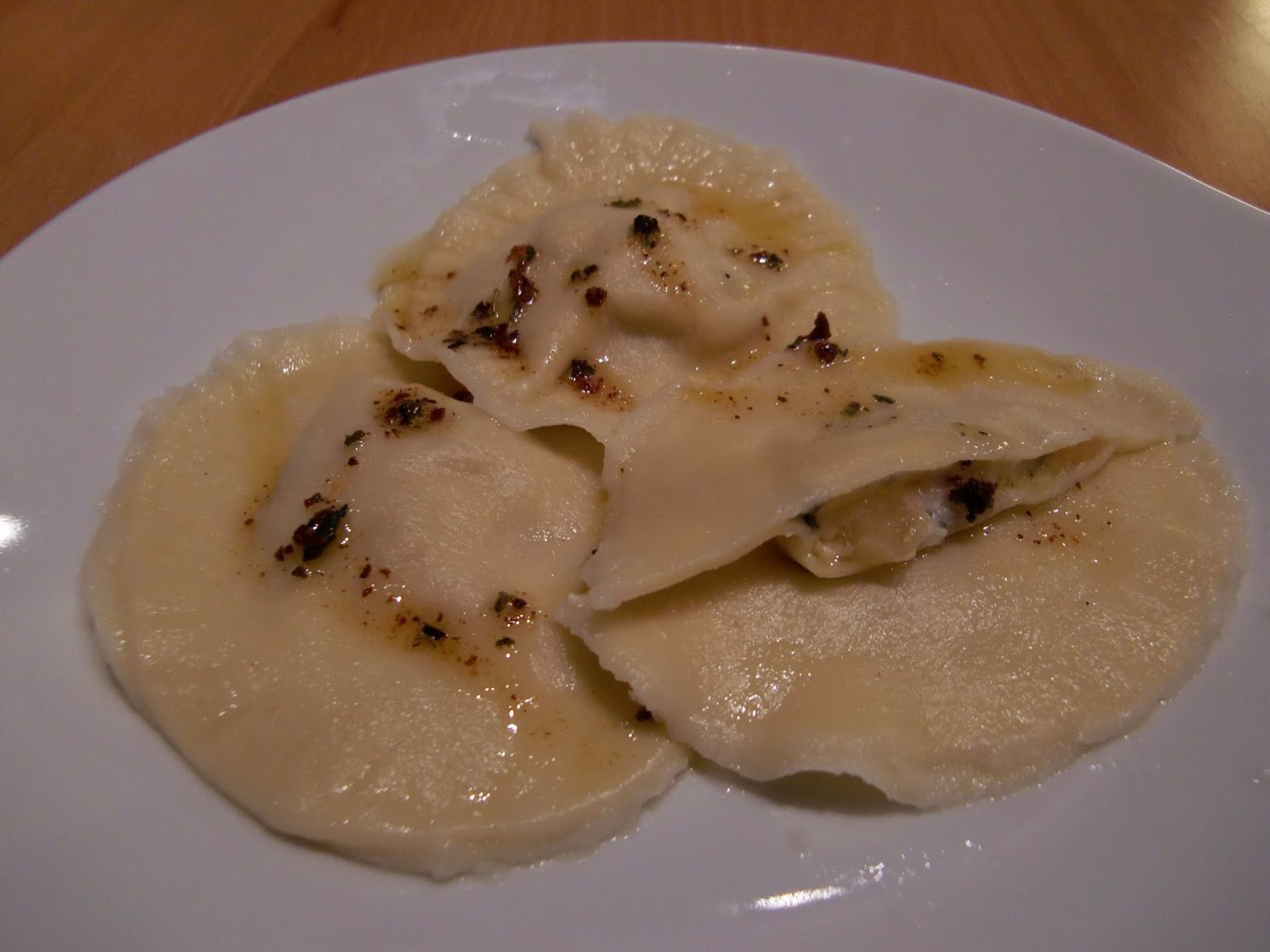 Rezept Birnen-Gorgonzola-Ravioli in Salbeibutter