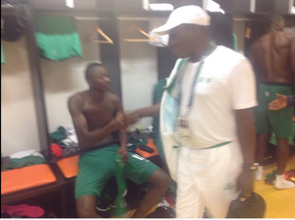 Photos: Sports minister Solomon Dalung, Sunday Oliseh celebrate with U-23 Eagles over Olympic victory