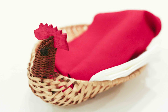 Chicken basket for eating utensils