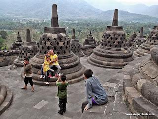 Viagem à região central da ilha de Java, Indonésia, nas cidades de Yogyakarta e em Borobudur e o maior templo budista do mundo.