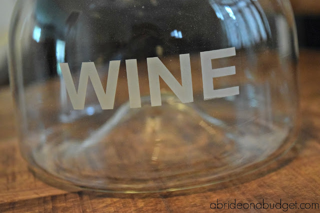A great adult-friendly groomsmen gift idea is this personalized wine decanter. Find out all about it on www.abrideonabudget.com.