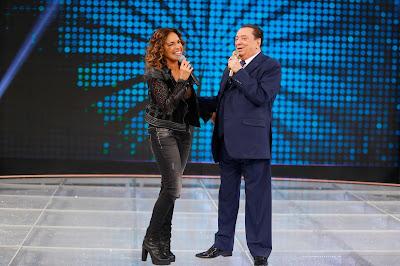 Raul Gil com Daniela Mercury (Crédito: Rodrigo Belentani/SBT)