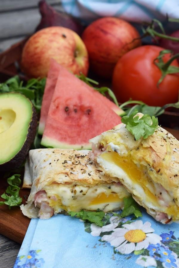 Tortillaknyten med ägg, ost och skinka