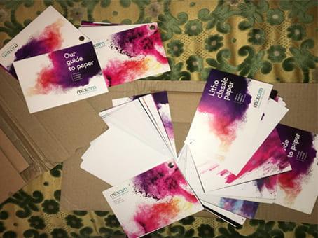 اثبات وصول حزمة من المطبوعات الملونة والجميلة مجانا الى باب بيتي