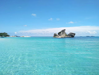 keunikan pantai tanjung tinggi di bangka belitung
