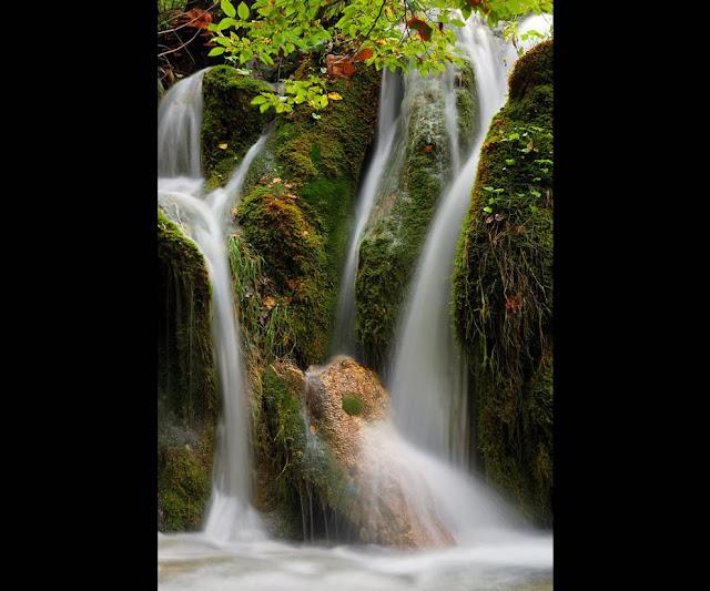جولة سياحية أجمل البلاد مستوى العالم كرواتيا بليتفيتش Waterfalls-at-Plitvicka-Jezera-National-Park.jpg