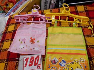 中古品 子供ハンガー、ぴんくとしまじろうは  190円です。