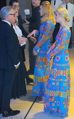Paris hilton e esposa de estilista vestido igual par de jarros