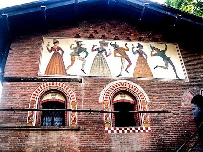 affreschi in Borgo medioevale,