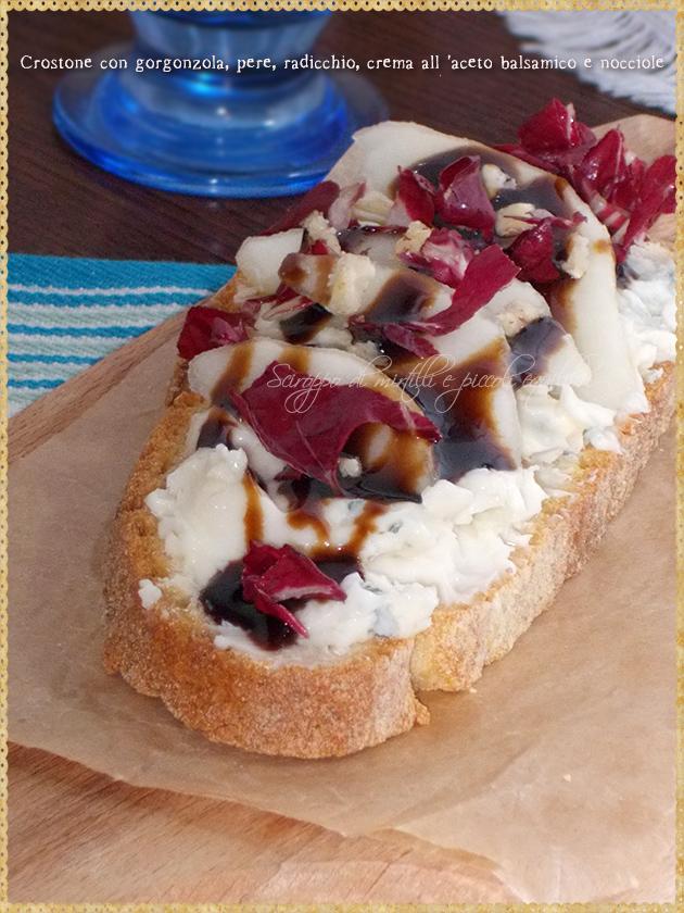 Crostone con gorgonzola, pere, radicchio, crema all'aceto balsamico e  nocciole