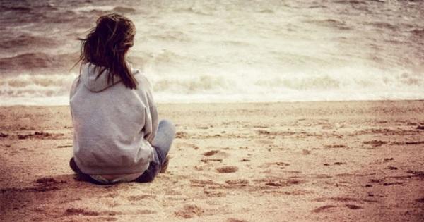 """Στο τελείωμα του χρόνου, μην ξεχάσεις τις συγγνώμες και τα """"σ'αγαπω"""" που χρωστάς..."""