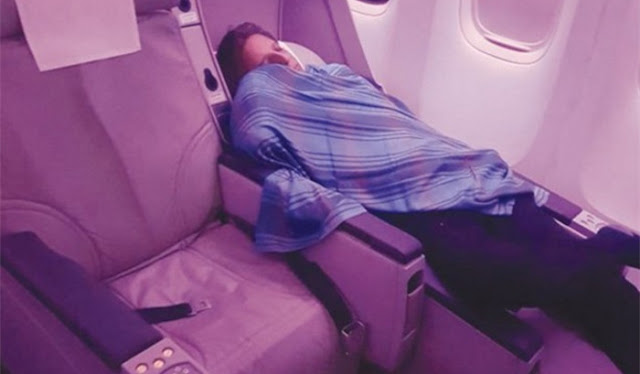 pilot sleep in the plane