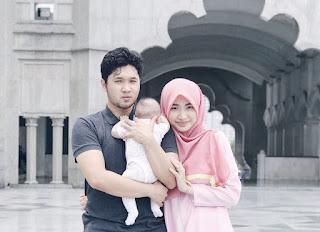 Iman Abdul Rahim bersama suami dan anak