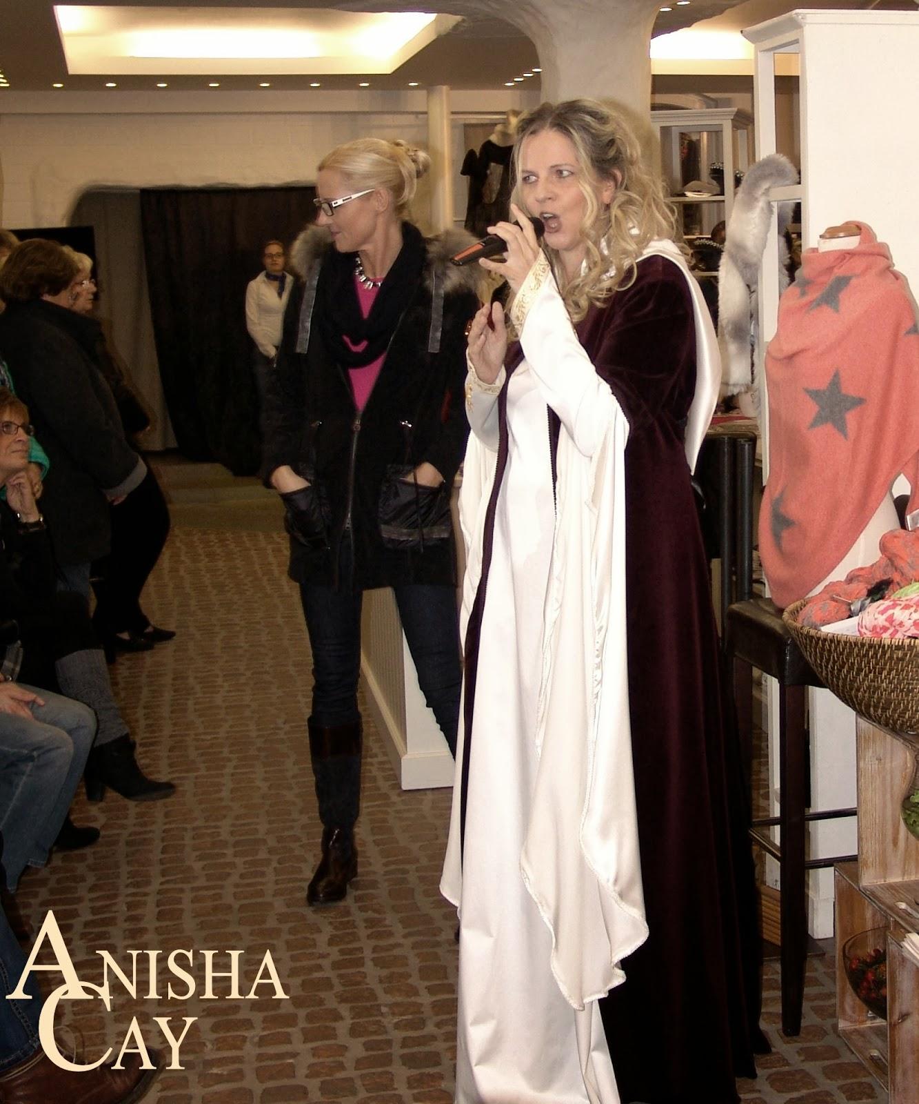 anisha cay bei modenschau von kat walk in gl cksburg. Black Bedroom Furniture Sets. Home Design Ideas