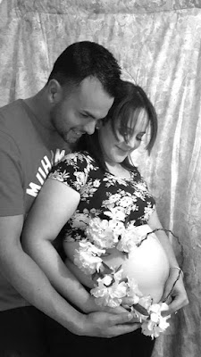 familia nueva feliz con su primer bebe
