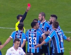 bbc2ffb0c0fef Vermelho  O que eu fiz Sr Juíz  Resolveu ser Zagueiro do Grêmio