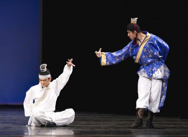 เล่าปี่กับขงเบ้งงอนง้อกันใน NTD's International Classical Dance 2012