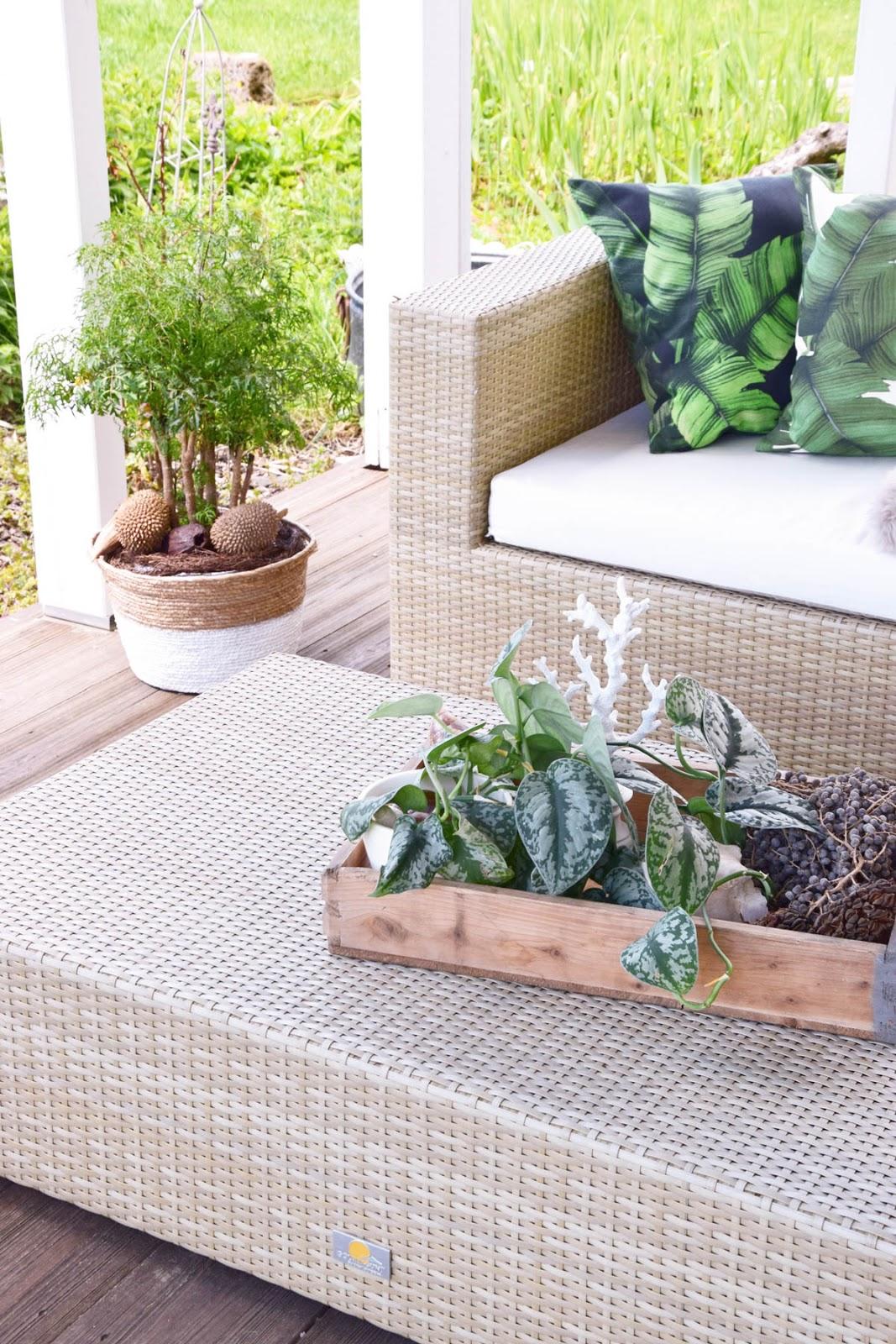 sommer lounge veranda terrasse deko dekoration urban jungle natürlich