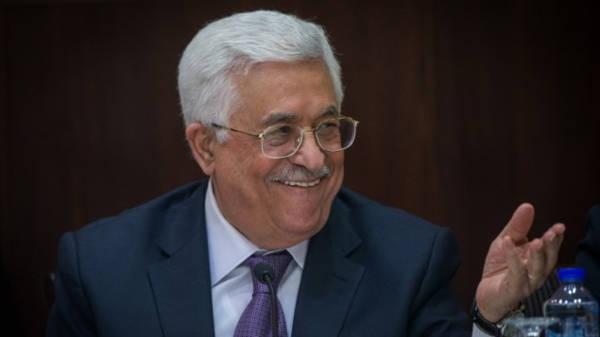 Abbas felicita a Trump