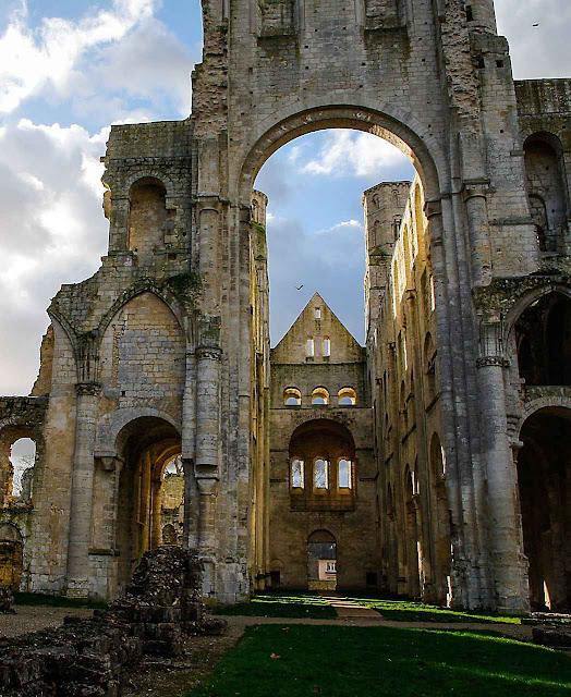 Ruínas da abadia de Jumiège na Normandia