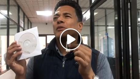 Se presenta Edgar Rosales a la Fiscalía General de Justicia y presenta video y usb con pruebas del asesinato del taxista Isaías Villafuerte Trujillo a manos de delincuentes.
