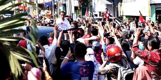 Kampanye di Asahan, Jokowi Berpantun dan Takjub Lihat Antusiasme Warga