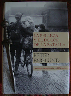 Portada del libro La belleza y el dolor de la batalla, de Peter Englund