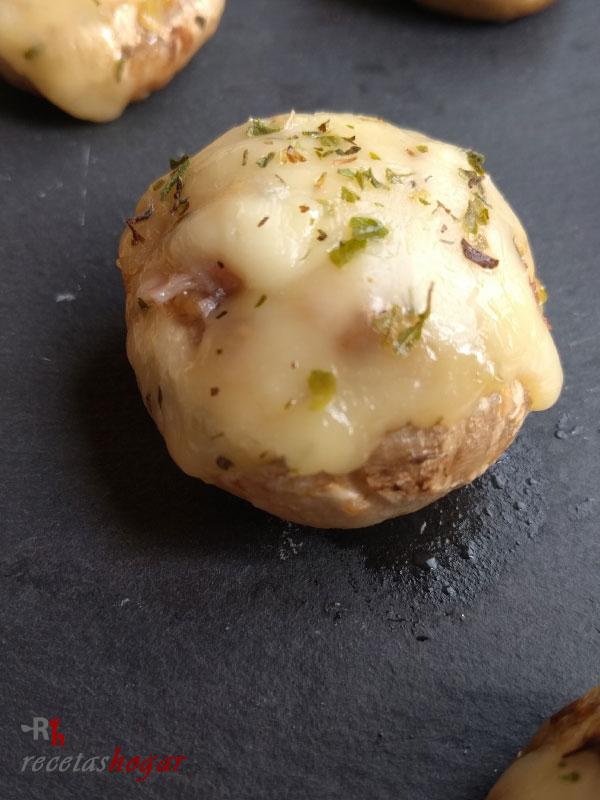 Champiñones rellenos de queso y jamón