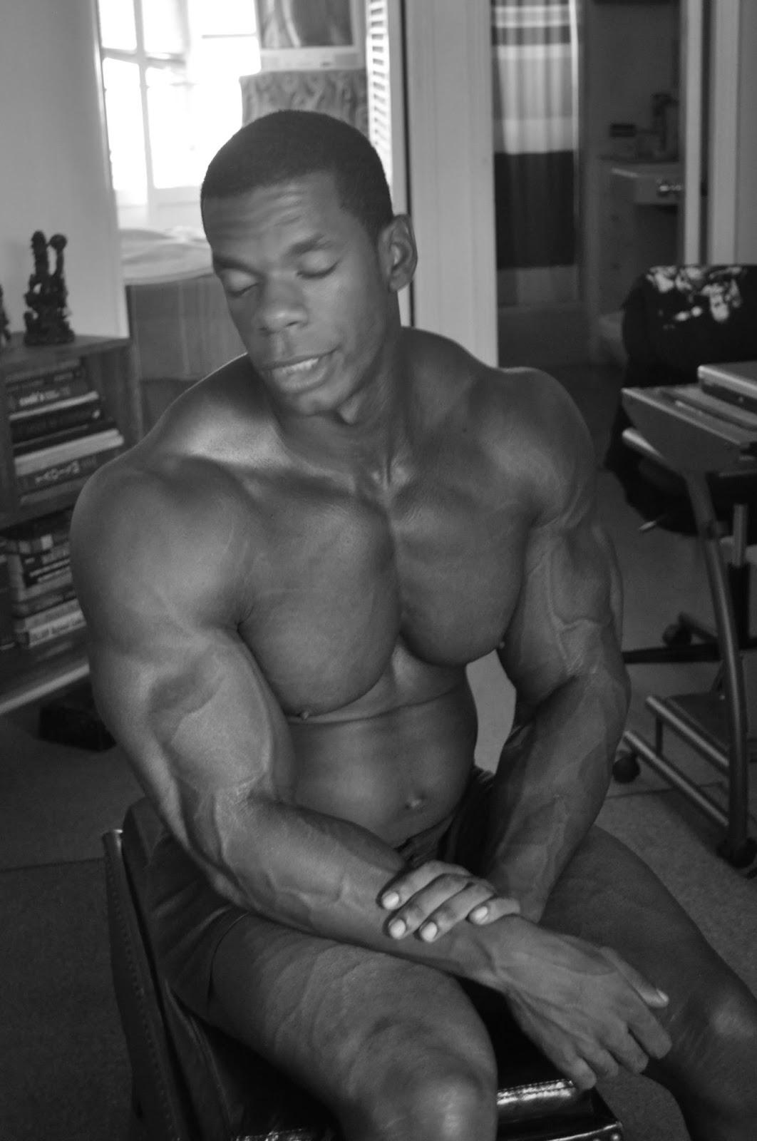 Resultado de imagem para Kashae holliday muscular development