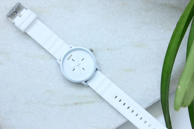 Relógio branco estiloso